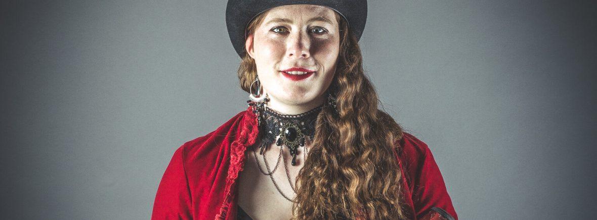 Maria Corcoran, juggler and unicyclist